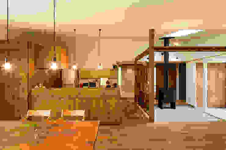 Salle à manger moderne par エヌ スケッチ Moderne