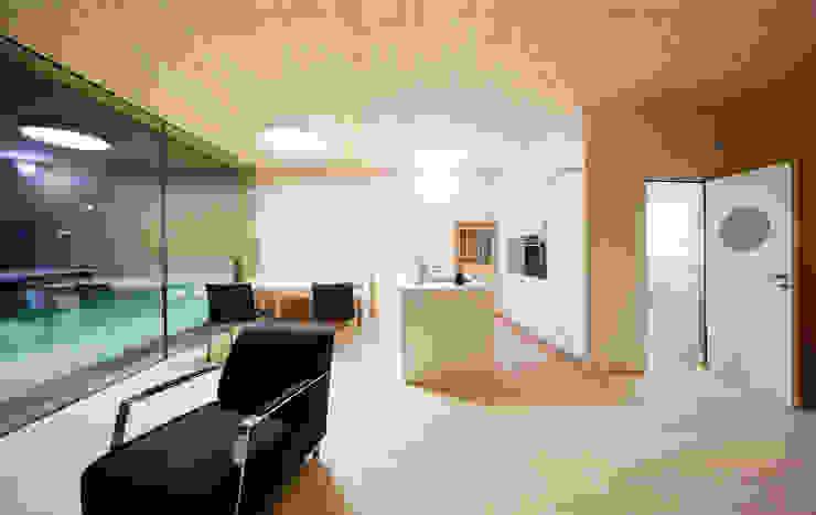 Einfamilienhaus Bout Minimalistische Küchen von Madritsch*Pfurtscheller Minimalistisch
