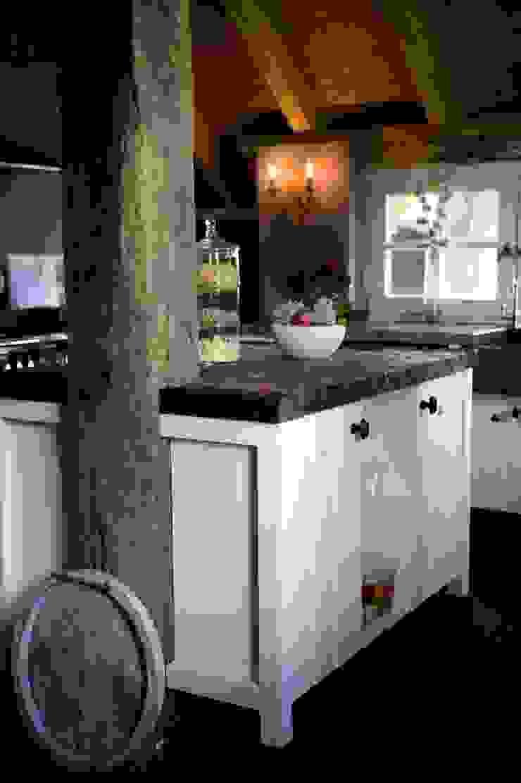 Eiland verwerkt in gebint. Landelijke keukens van de Lange keukens Landelijk