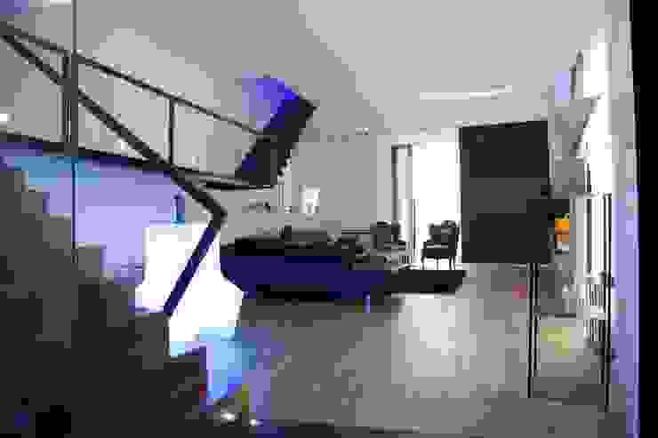 Minimalist living room by G/G associati studio di ingegneria e architettura _ing.r.guglielmi_arch.a.grossi Minimalist