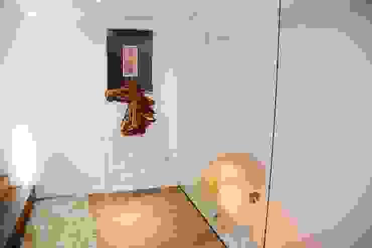 G/G associati studio di ingegneria e architettura _ing.r.guglielmi_arch.a.grossi Minimalist corridor, hallway & stairs