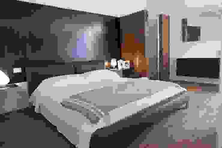 Minimalist bedroom by G/G associati studio di ingegneria e architettura _ing.r.guglielmi_arch.a.grossi Minimalist