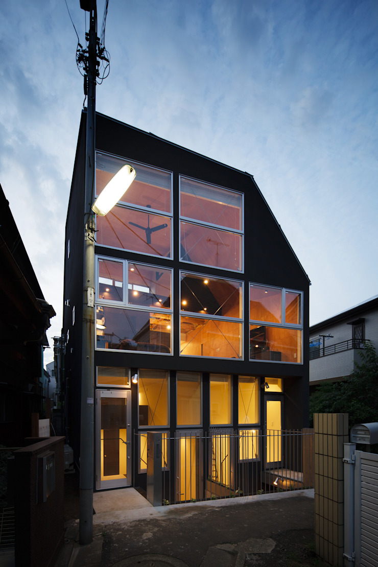 Triplex House ミニマルな 家 の Yukinobu Toyama Architects ミニマル