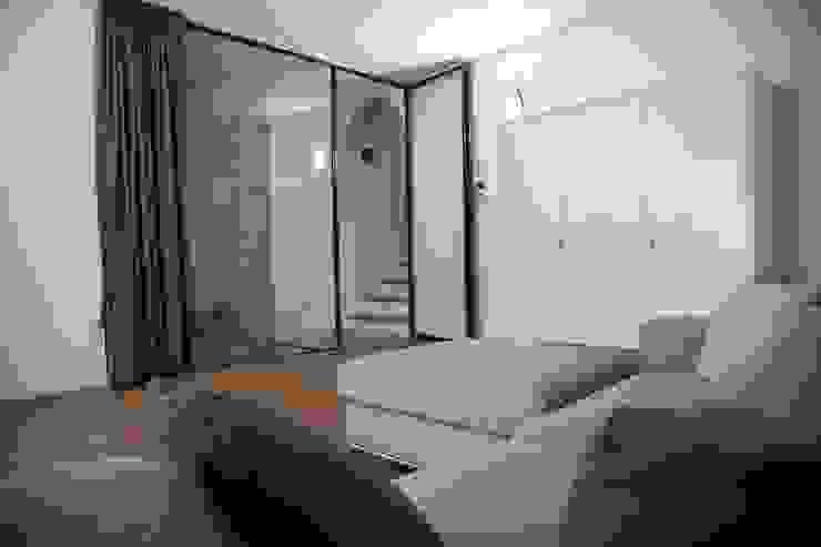 G/G associati studio di ingegneria e architettura _ing.r.guglielmi_arch.a.grossi Minimalist bedroom