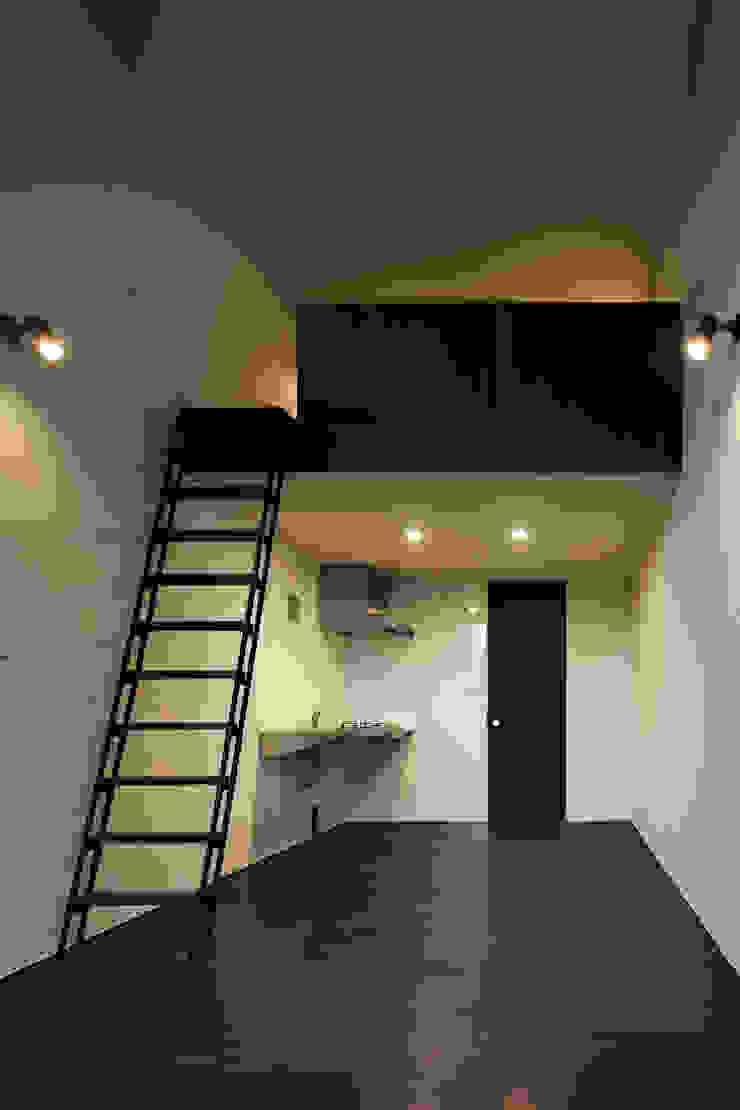 Triplex House ミニマルデザインの ダイニング の Yukinobu Toyama Architects ミニマル