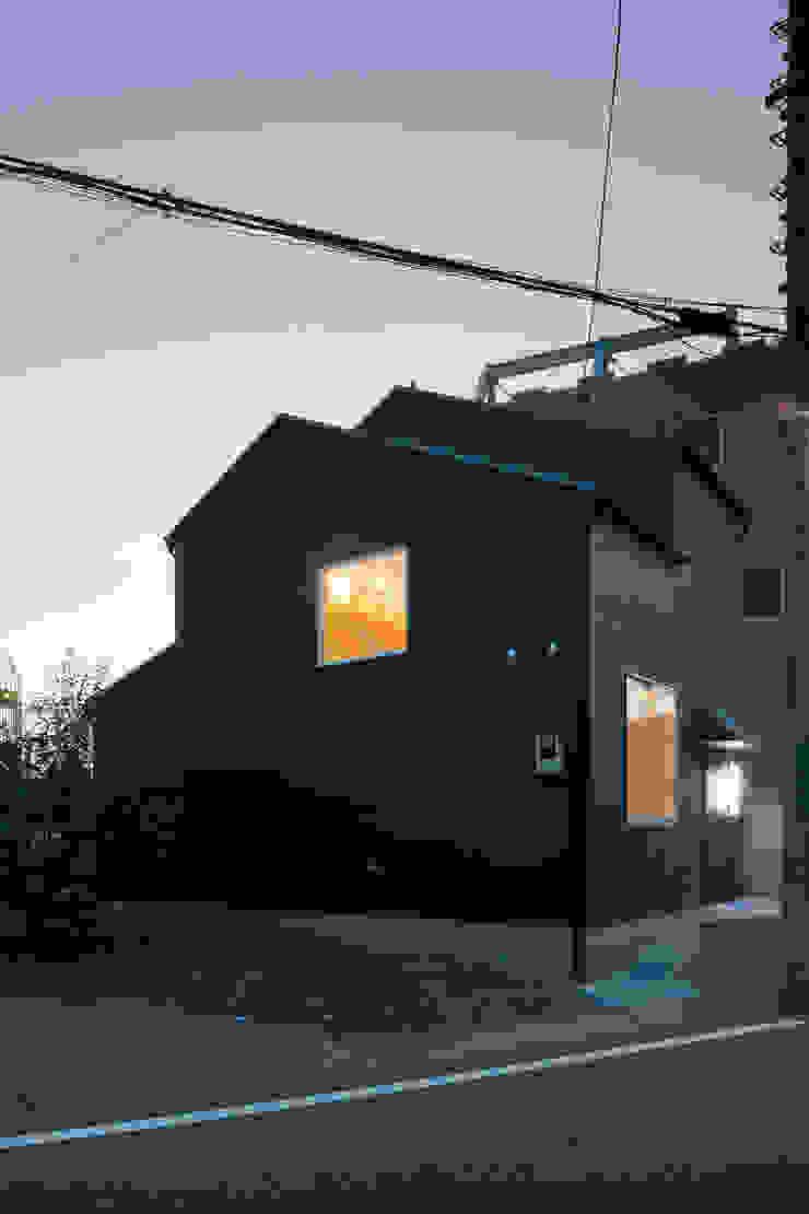 小さな戸建て住宅 鳩ケ谷の家 House in hatogaya モダンな 家 の 平野崇建築設計事務所 TAKASHI HIRANO ARCHITECTS モダン