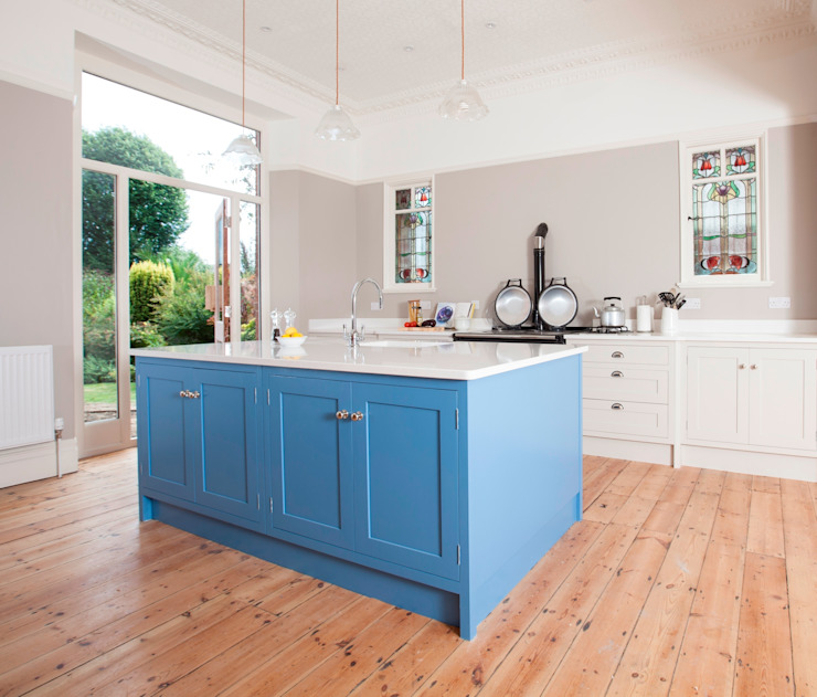 Feature island Classic style kitchen by Chalkhouse Interiors Classic