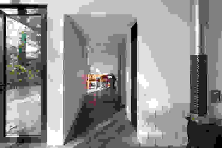 Atelier Namu Saenggak: around architects의  복도 & 현관,모던