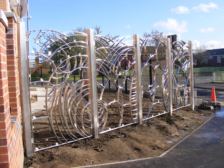 Stainless Steel Artistic Fence bởi Aycliffe Fabrications Ltd