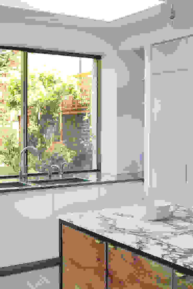 Kitchen Minimalist kitchen by Alex Maguire Photography Minimalist