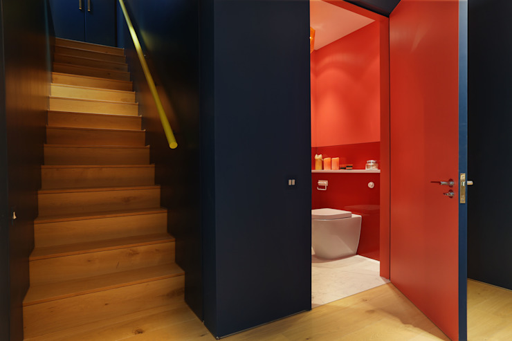 Notting Hill home Modern corridor, hallway & stairs by Alex Maguire Photography Modern