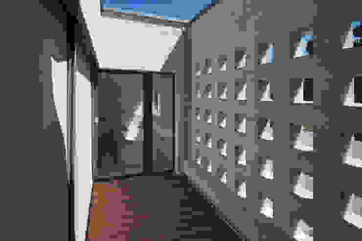 EFH Binzenweg Moderner Balkon, Veranda & Terrasse von B & M Architekten GmbH Modern