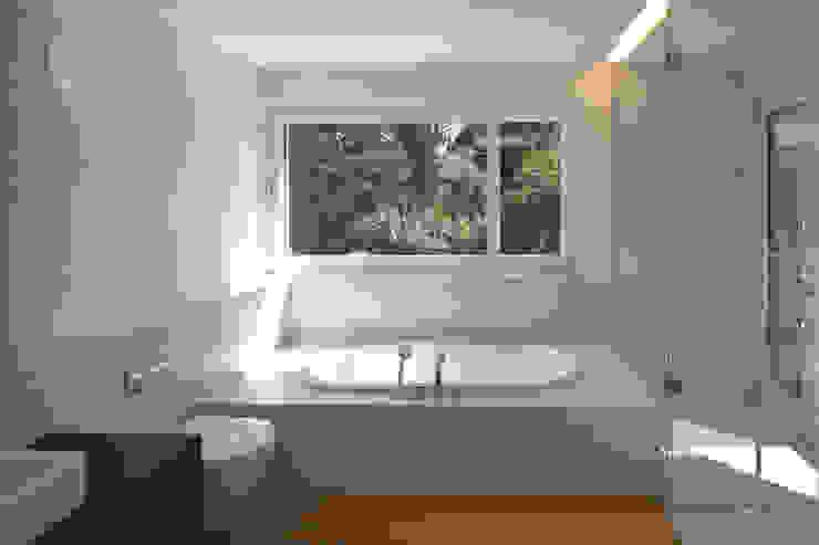 EFH Binzenweg Moderne Badezimmer von B & M Architekten GmbH Modern