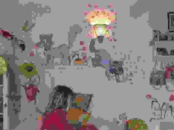 pazza d'arte Dormitorios de estilo moderno