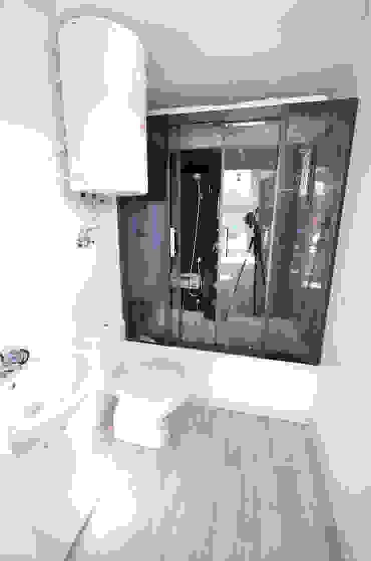 Łazienka w nowym domku holenderskim 12x4m Nowoczesna łazienka od Letniskowo.pl Sp. z o.o. Sp.k. Nowoczesny