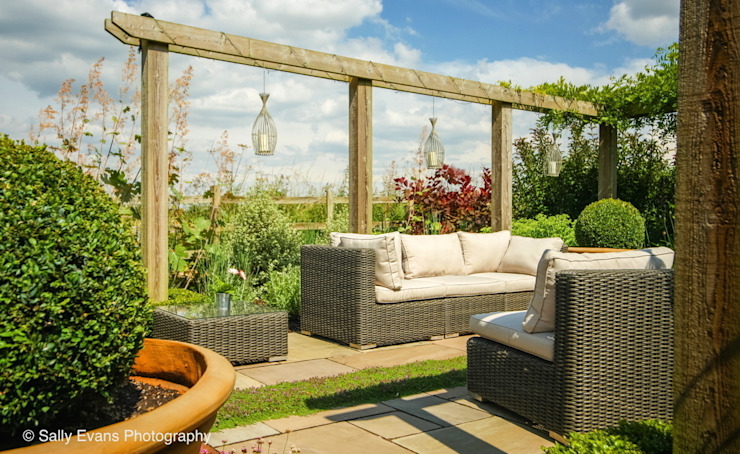 Pergola and Seating: country  by Matt Nichol Garden Design Ltd., Country