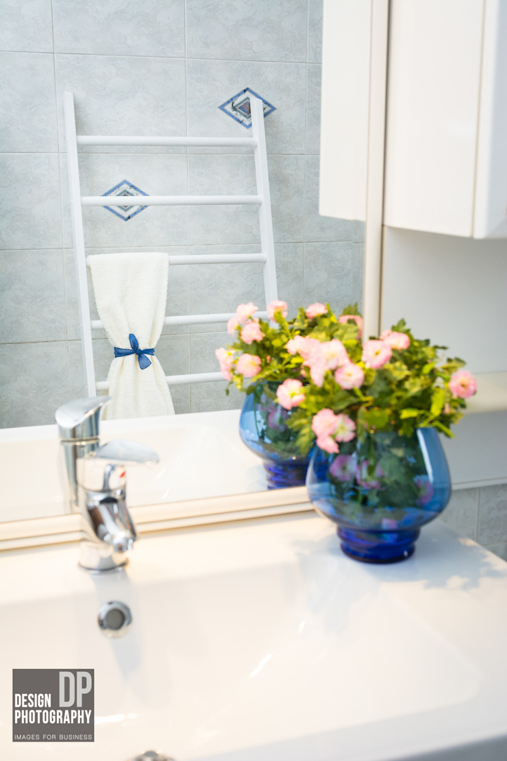 HOME STAGING Bagno moderno di Design Photography Moderno