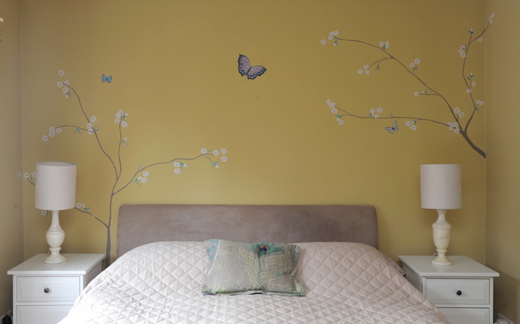 The Yellow Chinoiserie Bedroom : asian  by Louise Dean -Artist , Asian