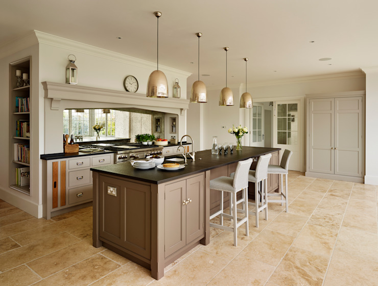 Ashurst House | Classic Contemporary Orangery Kitchen 클래식스타일 주방 by Humphrey Munson 클래식