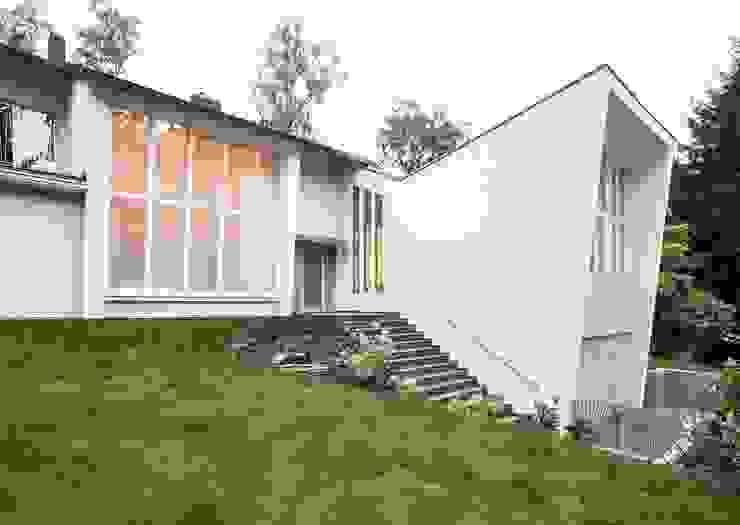 Gartenvilla Bergisch-Gladbach Moderne Häuser von Bachmann Badie Architekten Modern