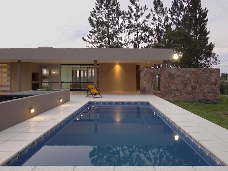 Maisons de style  par D'ODORICO OFICINA DE ARQUITECTURA