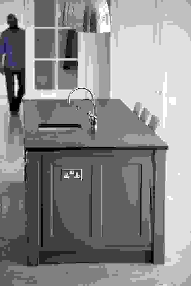 Ashurst House | Classic Contemporary Orangery Kitchen Humphrey Munson Classic style kitchen