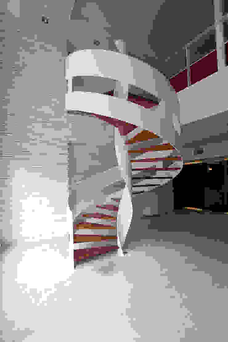 Recibidor Pasillos, vestíbulos y escaleras modernos de Mob Moderno