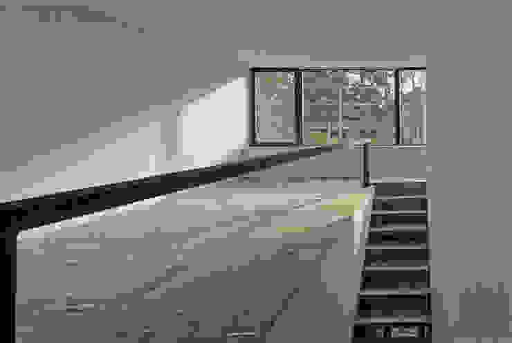 Helm Westhaus Architekten Minimalist corridor, hallway & stairs
