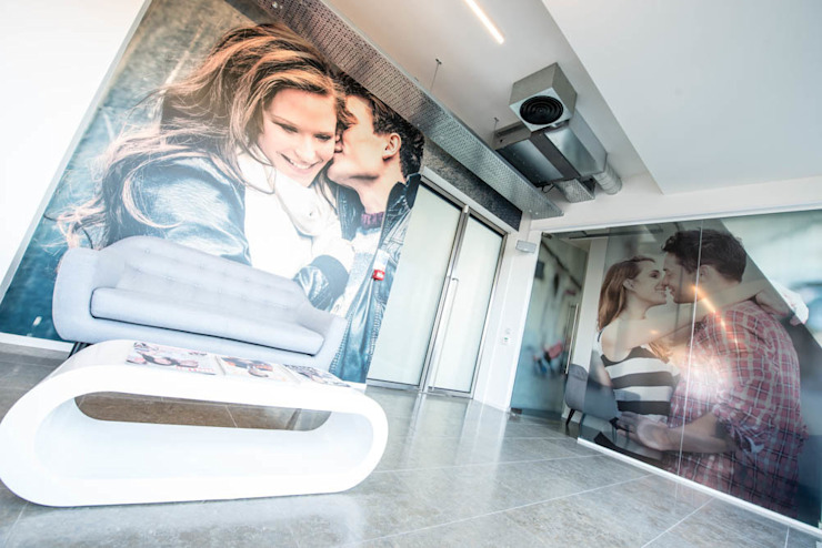 Office branding graphics for commercial interior design من Vinyl Impression حداثي