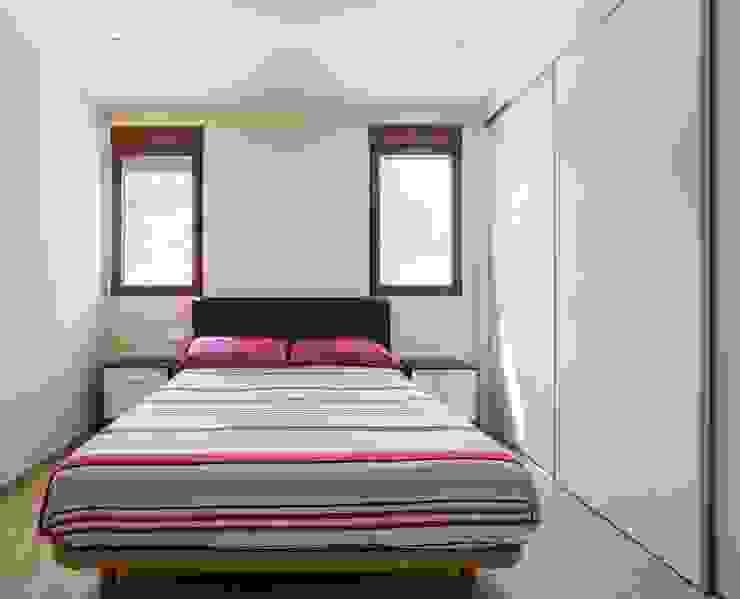 Dormitorio Dormitorios de estilo mediterráneo de LLIBERÓS SALVADOR Arquitectos Mediterráneo
