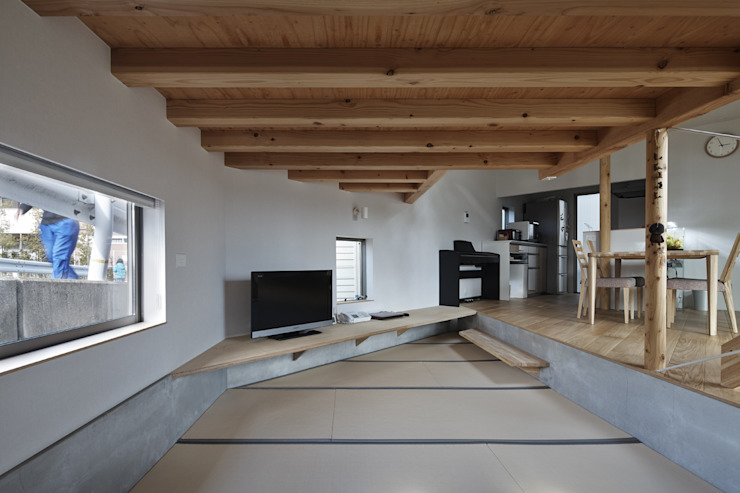 Media room by 宮武淳夫建築+アルファ設計, Eclectic