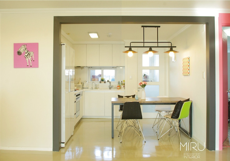 스튜디오와 주거공간의 만남: 미루디자인의  주방