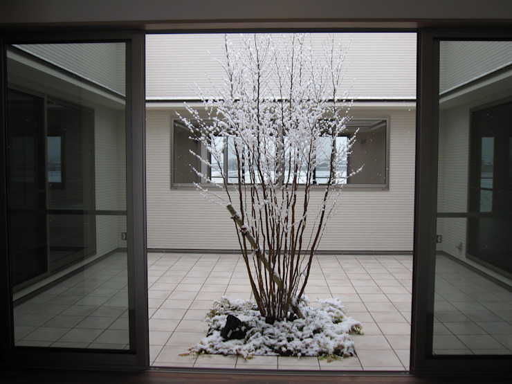 Scandinavian style garden by よしだみわこ建築設計事務所 Scandinavian