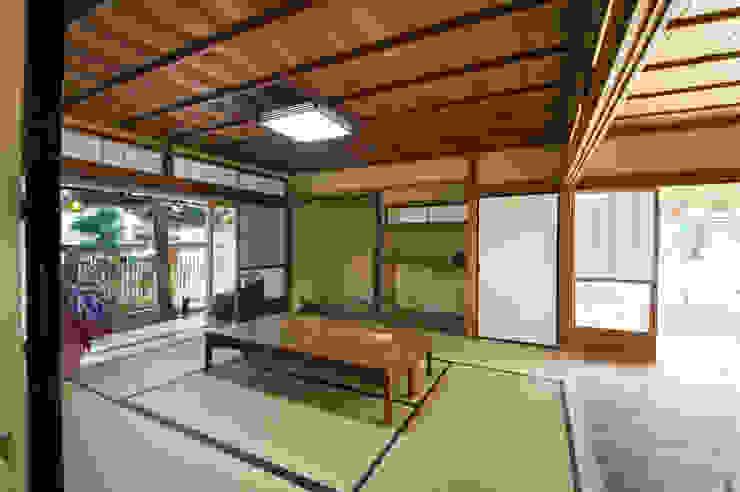 座敷: 冨家建築設計事務所が手掛けたアジア人です。,和風