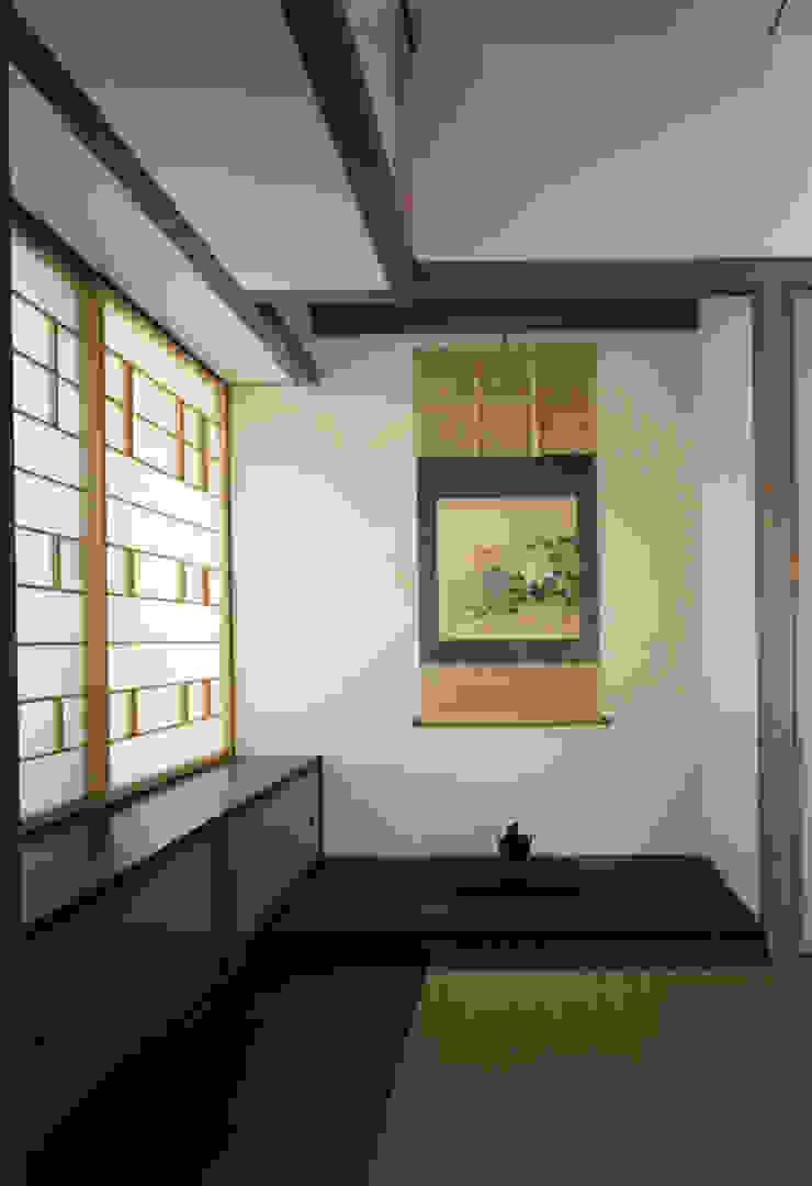 東福寺の家 モダンスタイルの寝室 の 株式会社 坂田基禎建築研究所 モダン