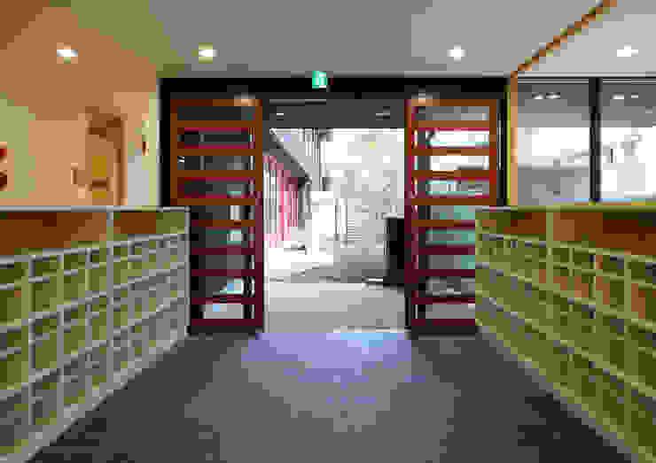 エントランス アジア風学校 の ユニップデザイン株式会社 一級建築士事務所 和風