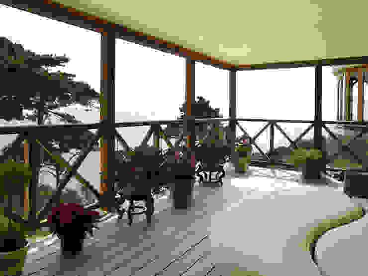 La Belle Vue Eclectic style balcony, veranda & terrace by CCD Architects Eclectic