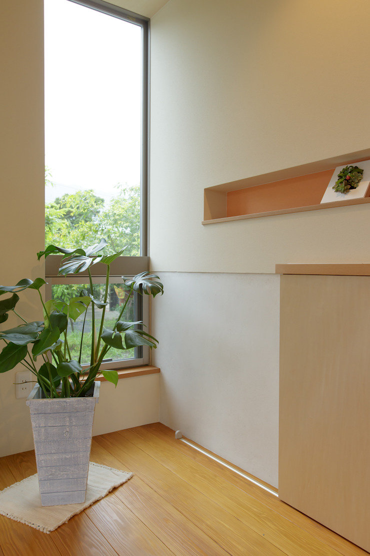house in Ishikawauchi モダンスタイルの 玄関&廊下&階段 の とやま建築デザイン室 モダン