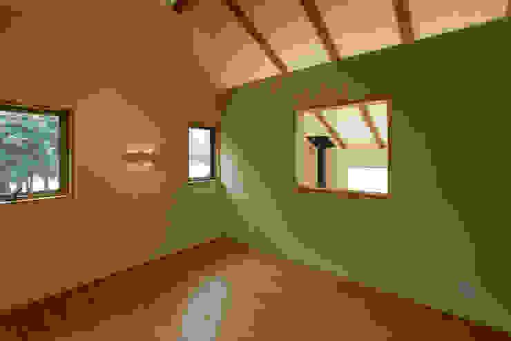house in Ishikawauchi モダンスタイルの寝室 の とやま建築デザイン室 モダン