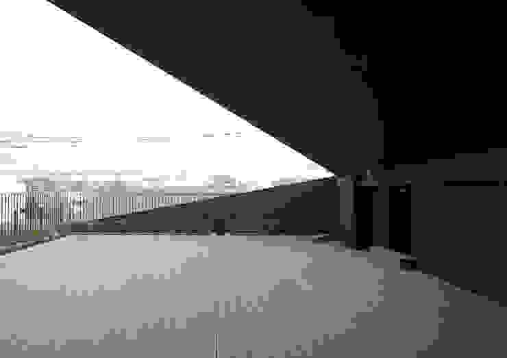 2階デッキスペース アジア風学校 の ユニップデザイン株式会社 一級建築士事務所 和風