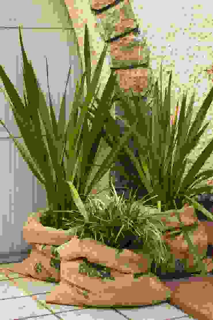 Jardines de estilo rústico de Luiza Soares - Paisagismo Rústico Yute Morado/Violeta