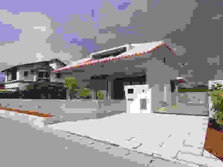 シーサーが見守る家(外観正面) 日本家屋・アジアの家 の ユニップデザイン株式会社 一級建築士事務所 和風