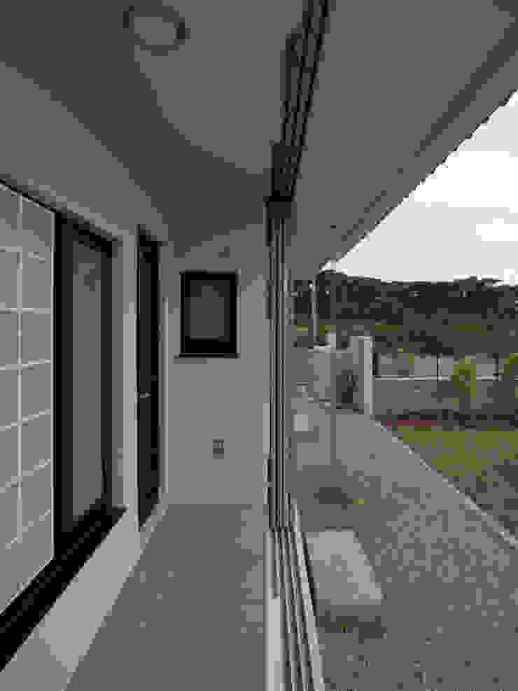 鉄製通風格子戸 オリジナルデザインの テラス の ユニップデザイン株式会社 一級建築士事務所 オリジナル