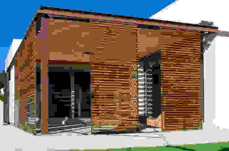 VIVIENDA MARTINEZ-REQUENA Balcones y terrazas de estilo minimalista de Q+C Arquitectura y Ciudad Minimalista