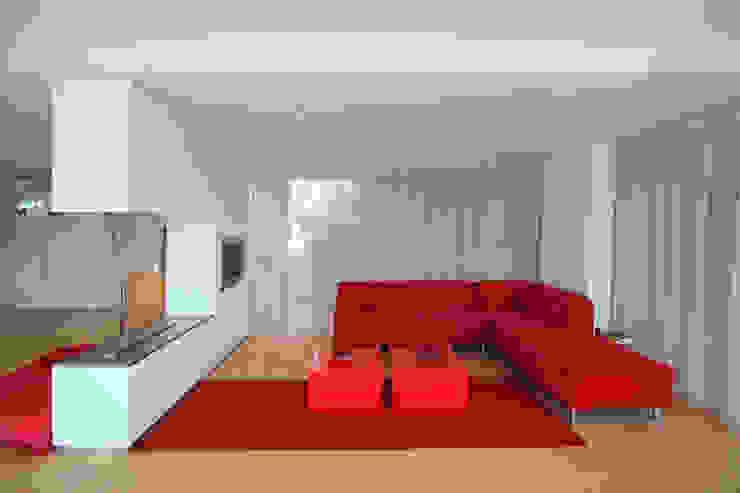 Zithoek met open haard: modern  door PAA  Pattynama Ahaus Architectuur, Modern