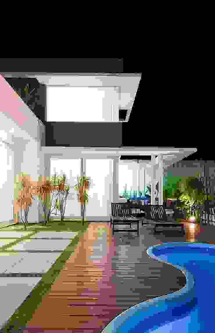 Casa AP+VP Piscinas modernas por ANDRÉ PACHECO ARQUITETURA Moderno