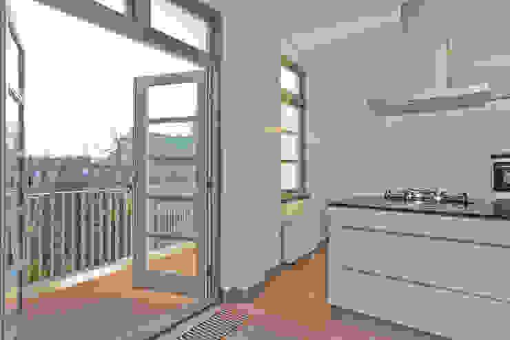 Modern kitchen by Brand Olink Architecten Modern
