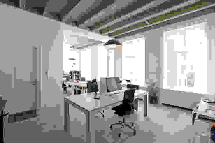 Nowoczesne domowe biuro i gabinet od Brand Olink Architecten Nowoczesny