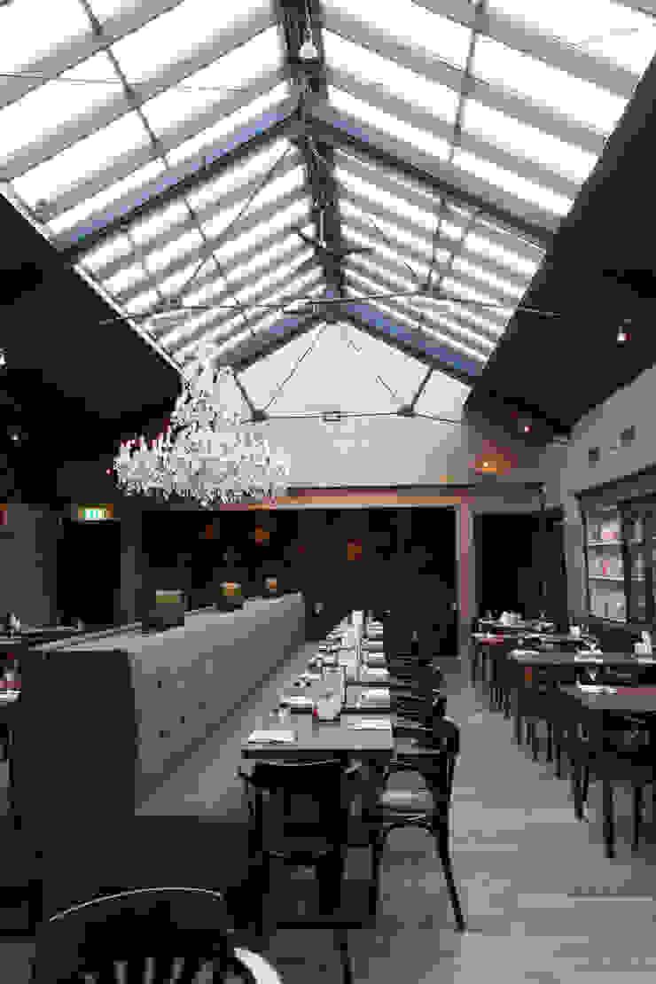 Modern dining room by Brand Olink Architecten Modern