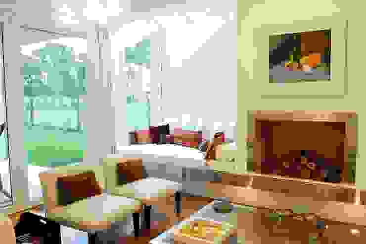 Modern living room by Estudio de Arquitectura Clariá & Clariá Modern